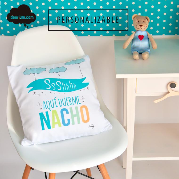 Nacho y nubes estampadas en un cojin infatil
